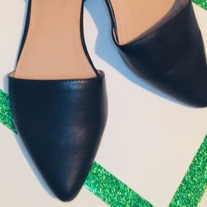 11W Black Pointed Toe Flats